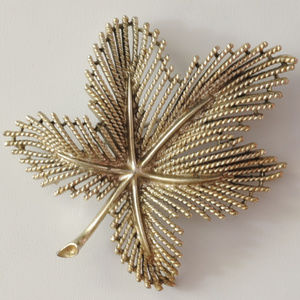 Sarah Coventry silver filigree leaf pin brooch